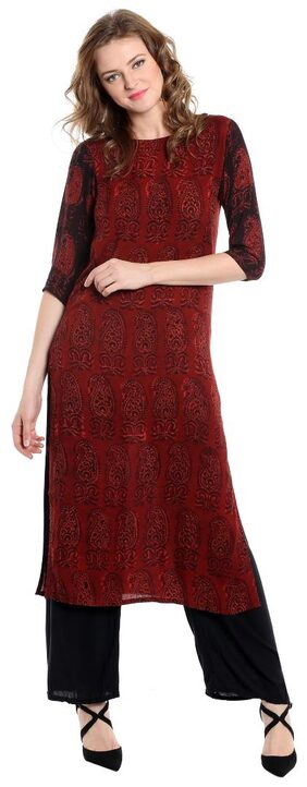 Desi Weavess Woman Maroon A-Line With 3/4Th Sleeve Kurta With Contrast Print