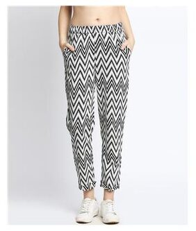 DJ&C Women Mid Rise Printed Pants - White