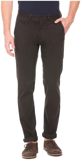 Izod Men Cotton Slim Fit Mid Rise Solid Trousers Brown