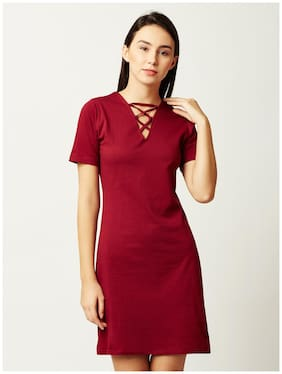 cb69a3a341 Miss Chase Women s Maroon Cotton Criss-Cross V Neck Half Sleeve Solid Mini  Bodycon Dress