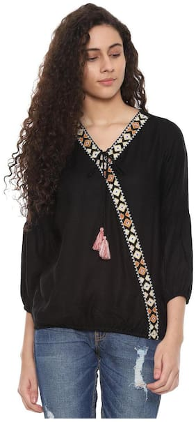 Women Embroidered V Neck Top ,Pack Of 1