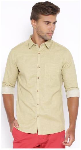 Showoff Men Beige Solid Slim Fit Casual Shirt