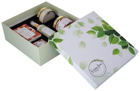 Fruity Rejuvenation Gift Box: Pomegranate Collection with Sunscreen & Face Pack