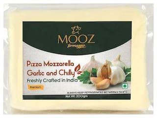 MOOZ Garlic & Chilli Mozzarella Cheese 200 gm