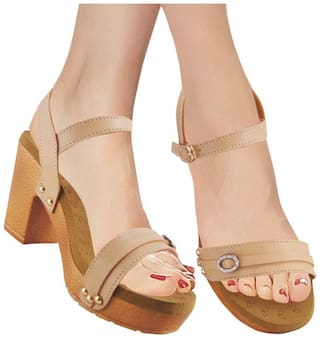 Action Women Beige Sandals