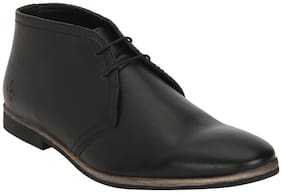 Bond Street by Red Tape Men Black Chukka Boots