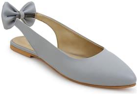 Scentra Women Grey Sandals