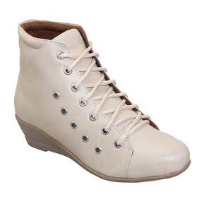 Catbird Women Cream Boots Led-48