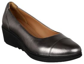 Clarks Women Black Bellie
