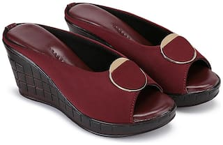 Clouter hub Women Maroon Wedges