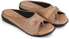 Clouter hub Women Beige Sandals