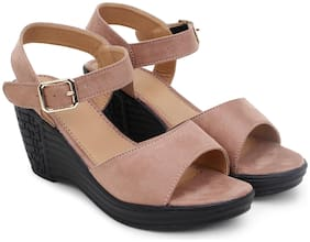 Clouter hub Women Pink Wedges