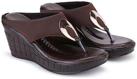 Clouter hub Women Brown Wedges