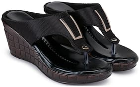 Clouter hub Women Black Wedges