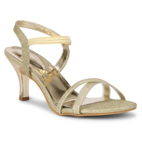 Commander Women Gold Pumps