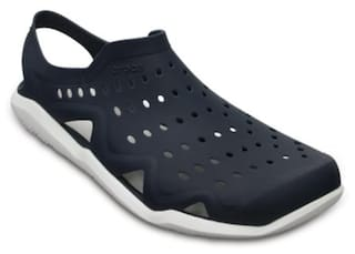 5a51a4cfd Buy Crocs Men Blue Sandals   Floaters Online at Low Prices in India ...
