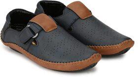 Dakarr Men Grey Sandals & Floaters