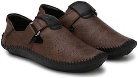 Dakarr Men Brown Sandals