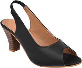 Do Bhai Women Black Pumps