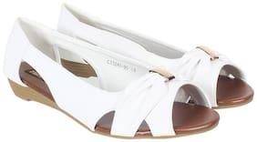 Flat n Heels Women White Open Toe Flats
