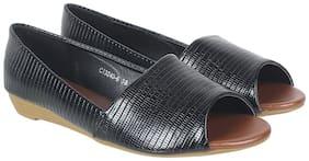 Flat n Heels Women Black Open Toe Flats