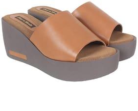 Flat n Heels Women Tan Wedges