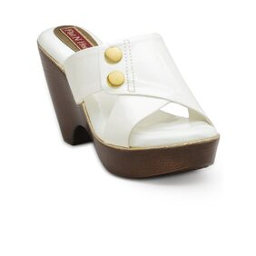 Flat n  White Wedges