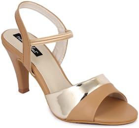 Funku Fashion Women Beige Pumps