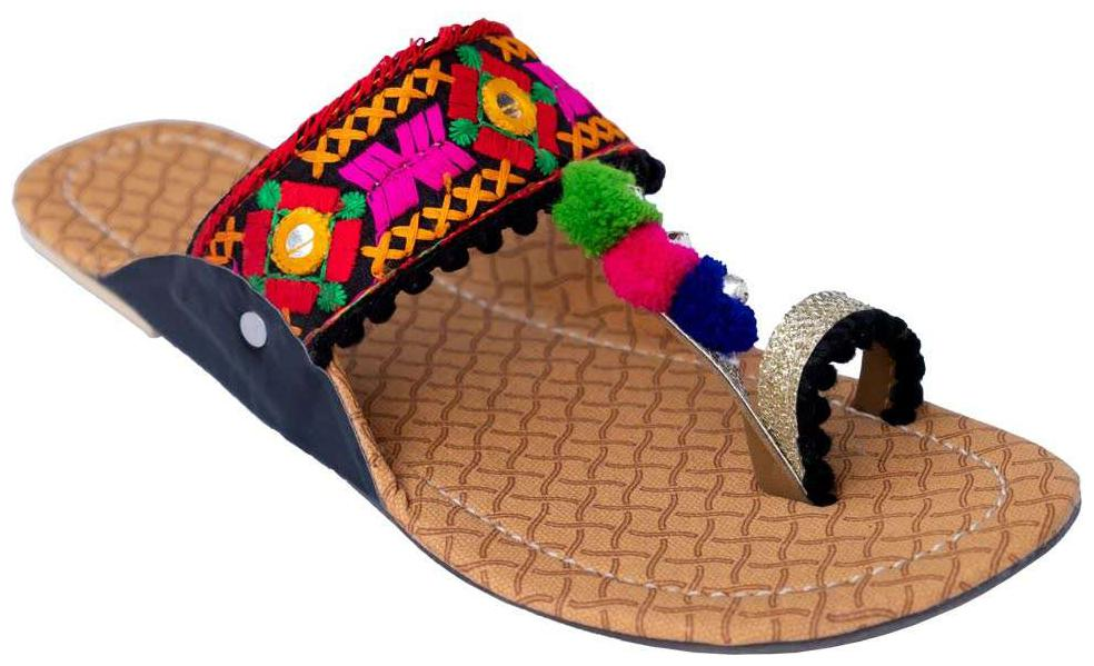 a8b9c1e86546f Ethnic Footwear for Women – Buy Wedding Shoes & Ethnic Shoes Online at Best  Price in India