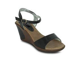 Gisole Black Wedges
