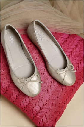 Mode by Red Tape Women Gold Bellies