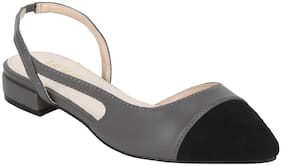 Mode by Red Tape Women Grey Sandals