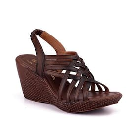 Naughty Walk Womens Brown Wedges