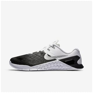 fa58f6d594630 Nike Men White Running Shoes - 852928-005 for Men - Buy Nike Men s ...