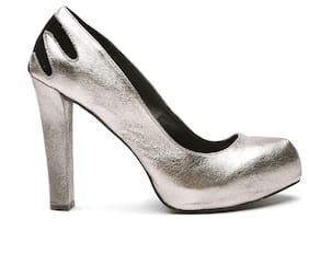 b7704ea89c6 Qupid Women Gunmetal-Toned Shimmer Platforms