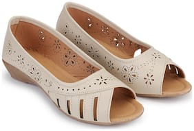 RIMBOLL Women Cream Bellie