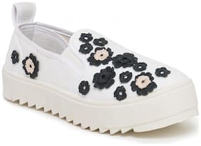 Scentra White Canvas Casual Shoes