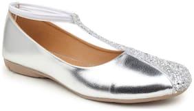 Sindhi Footwear Silver Women's Bellies