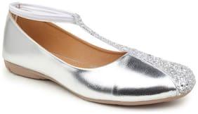 Sindhi Footwear Women Silver Bellie