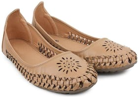 Skoll Women Tan Bellie