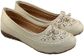 Skoll Women Cream Bellie