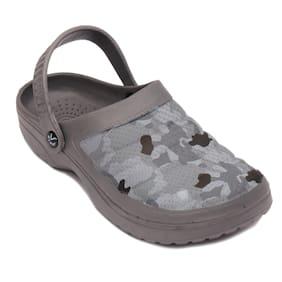 SVAAR Men Grey Sandals & Floaters