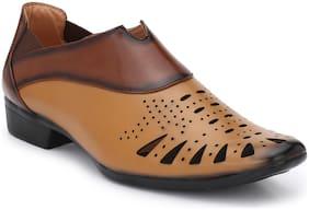 Trendigo Men Tan Sandals