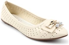 Tryfeet Women Cream Bellies
