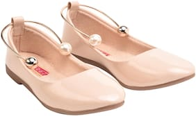 Tryfeet Women Cream Bellie