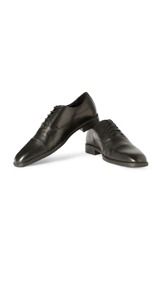 86a4f6167e Buy Van Heusen Men Black Formal Shoes Online at Low Prices in India ...