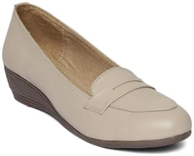 Wood Brough Women Beige Bellie