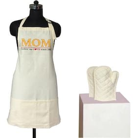 Lushomes Cotton Witty Cream Mom is Cooking Apron Set (1 Apron & 2 Oven Mittens)