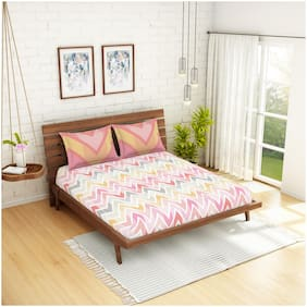 Spaces Cotton Geometric Double Size Bedsheet 144 TC ( 1 Bedsheet With 2 Pillow Covers , Red )