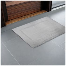 SPACES Aerospa White 1 Small Bath Rug
